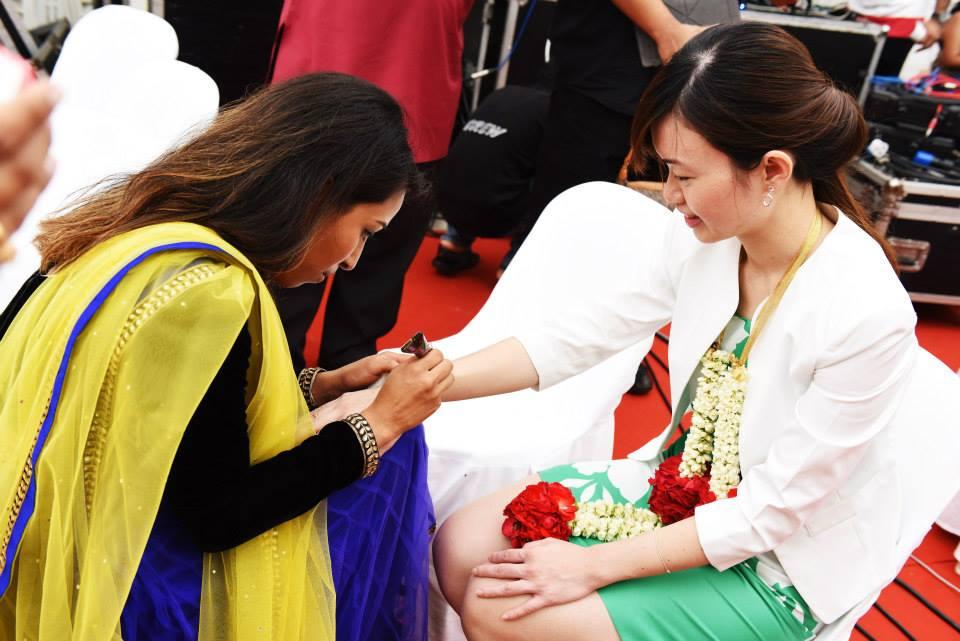 Henna-application-The-Maharani-Diaries