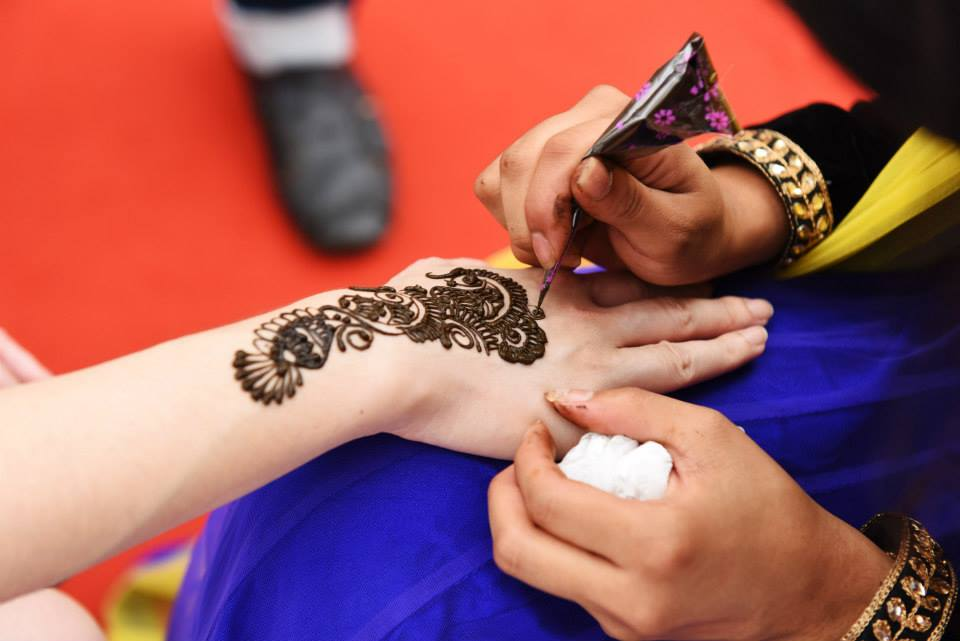 Henna-application-in-Little-India-Singapore-The-Maharani-Diaries