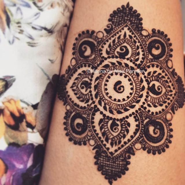 Traditional-mandala-henna-design-The-Maharani-Diaries
