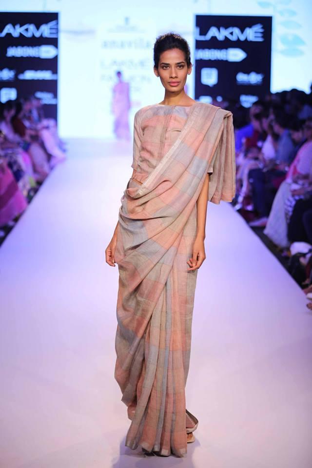 Anavila-Misra-LFWSS15-Linen-sari-The-Maharani-Diaries