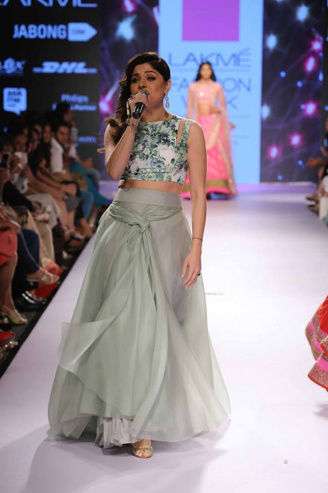 Anushree-Reddy-Kanika-Kapoor-LFWSS15-The-Maharani-Diaries