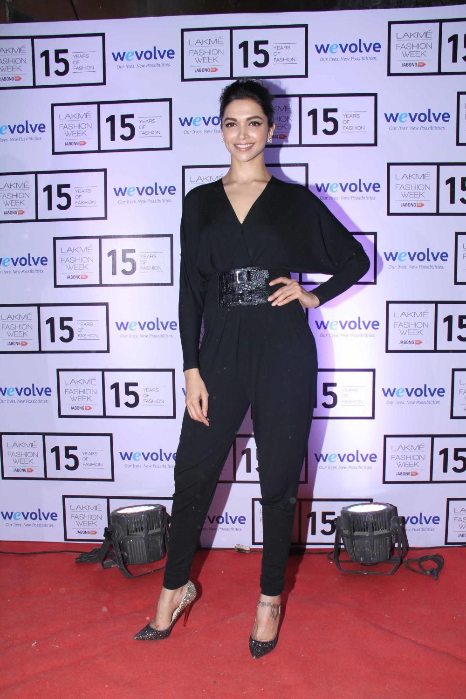 Deepika-at-LFW-WEvolve-show-The-Maharani-Diaries-