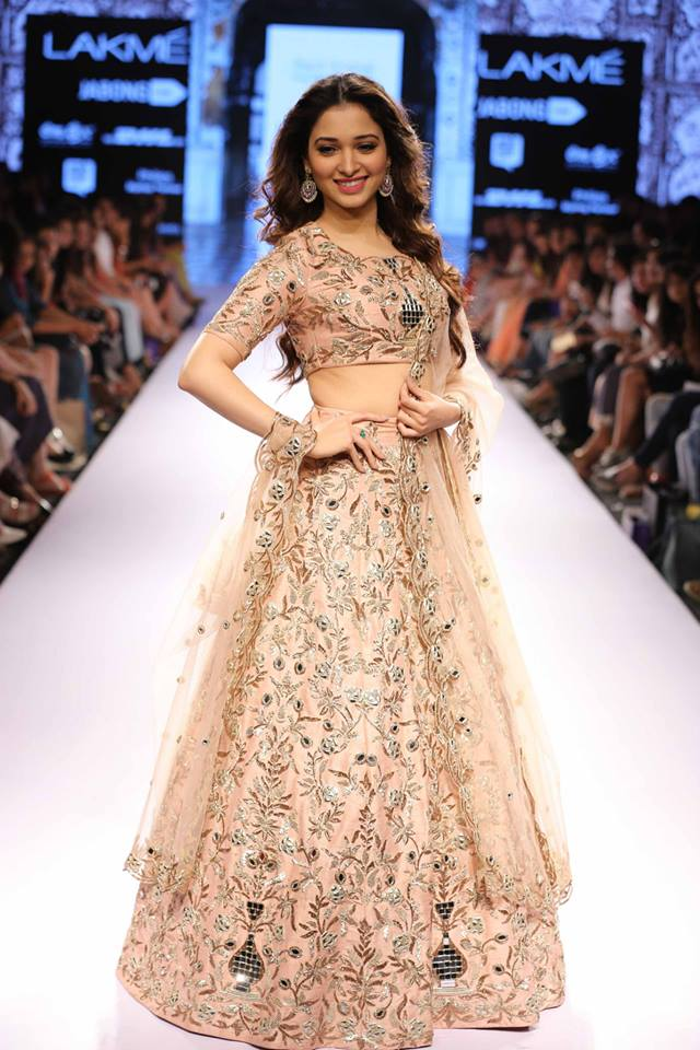Payal-Singhal-LFWSS15-Tamannah-The-Maharani-Diaries