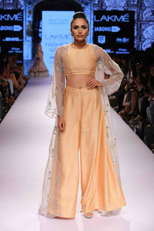 Payal-Singhal-LFWSS15-The-Maharani-Diaries-copy-2