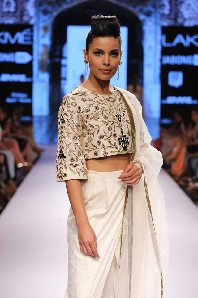 Payal-Singhal-LFWSS15-The-Maharani-Diaries
