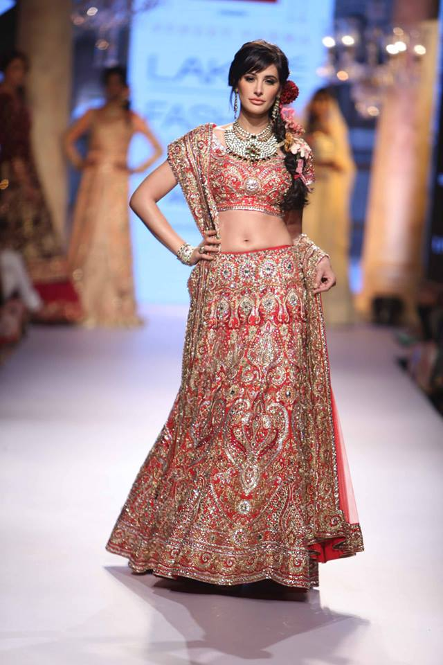 Suneet-Varma-Nargis-LFWSS15-The-Maharani-Diaries