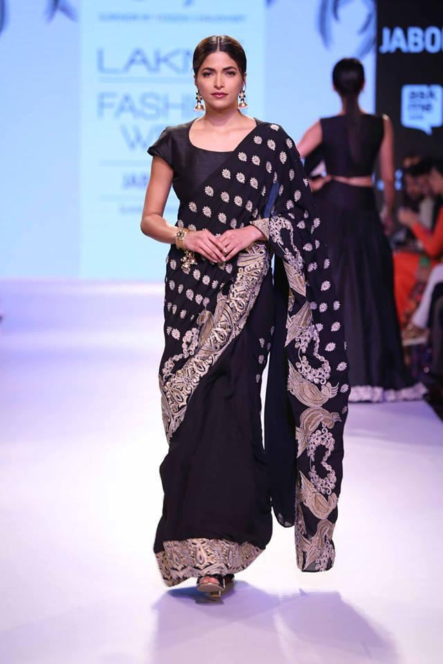 Yogesh-LFW-Black-sari-The-Maharani-Diaries