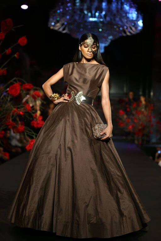 What a fabulous finale to this week long celebration of refined Indian  couture. Don t forget to stay tuned to the blog for the best trends from  India Bridal ... 75d4d3eaa